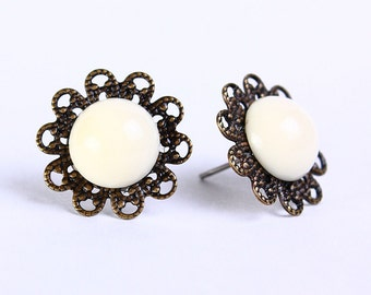 Vintage cream ivory hypoallergenic surgical steel post earrings (470) - Flat rate shipping