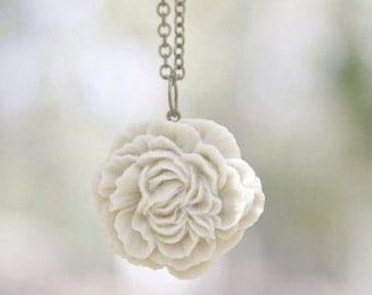 Cream Ivory Peony Flower Necklace // Bridesmaid Gifts // Country Outdoor Wedding // Bridesmaid Necklaces