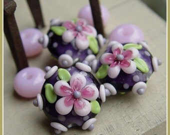 Sweet Pea Bloom lentil  - Lampwork Bead