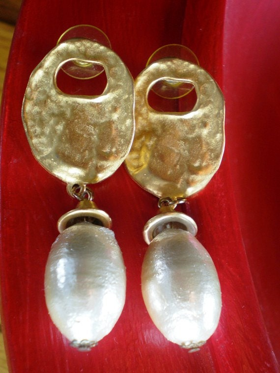 Vintage Earrings 80s Dangle Chunky Statement Size Long Oval Pearls an Brushed Gold Brides Style