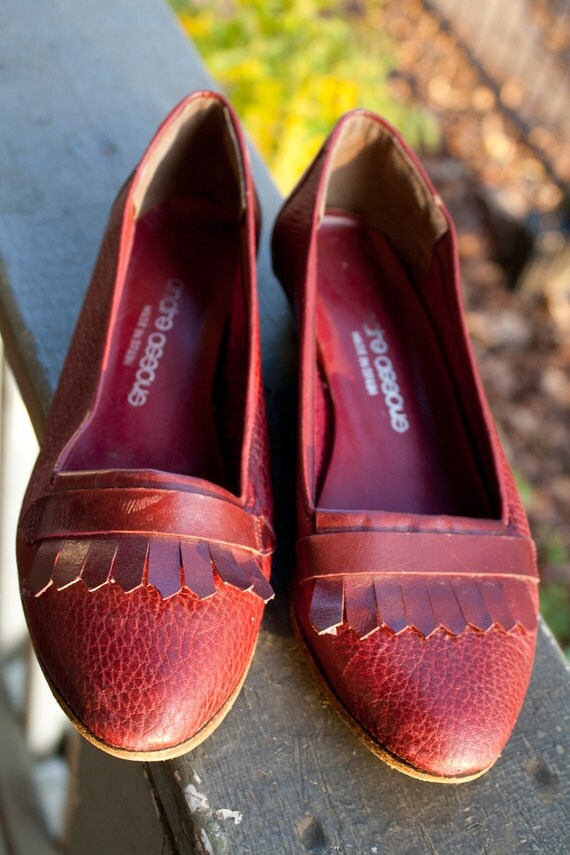 """Stylish Cherry Red Leather Flats 5.5-6"""" (22.5 cm) made in Spain"""