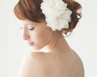 Bridal Hair Comb, Floral Headpiece, Bridal Headpiece, Wedding Hair Comb, Silk Flower Headpiece, Ivory Feather Hair Comb - Frozen Whisper