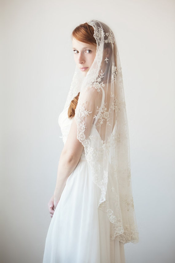 Wedding veil, Mantilla veil, Beaded veil, Bridal Veil, Short veil, Lace veil - Timeless Romance - Made to Order