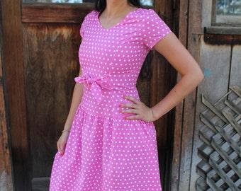 MAY BELLE - 1980s Cute Pink Polka Dot Pin-Up Girl Play Dress Retro Calendar Girl Summer Vacation Resort Daydream  Sm S Med