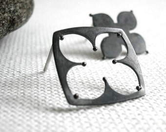 Silver Quatrefoil Black Earrings