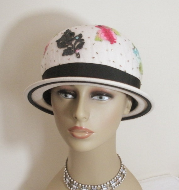 Vintage Off White Bubble Hat with Appliqué Flowers Tulle