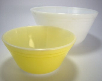 Set of Small Nesting Mixing Bowls, Yellow and White, Federal Glass, Fruit Bowls, Baking Supplies,