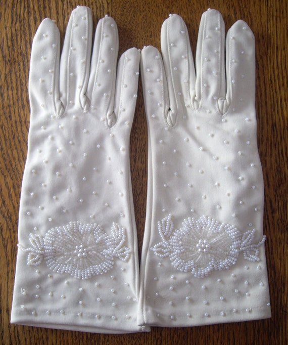 Vintage 1960s Womens Fashion Gloves,Off  White, Beaded, by Gloves Galore, Small to Med, Womens Ladies Accessories