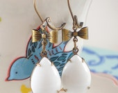 White Milk Glass Earrings Mod 60s Retro Bows Vintage Pin Up Style