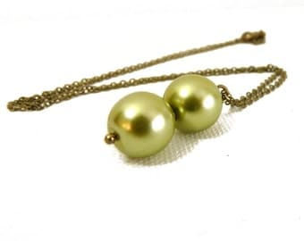 Spring Green Pearl Pendant - brass 12mm pearl