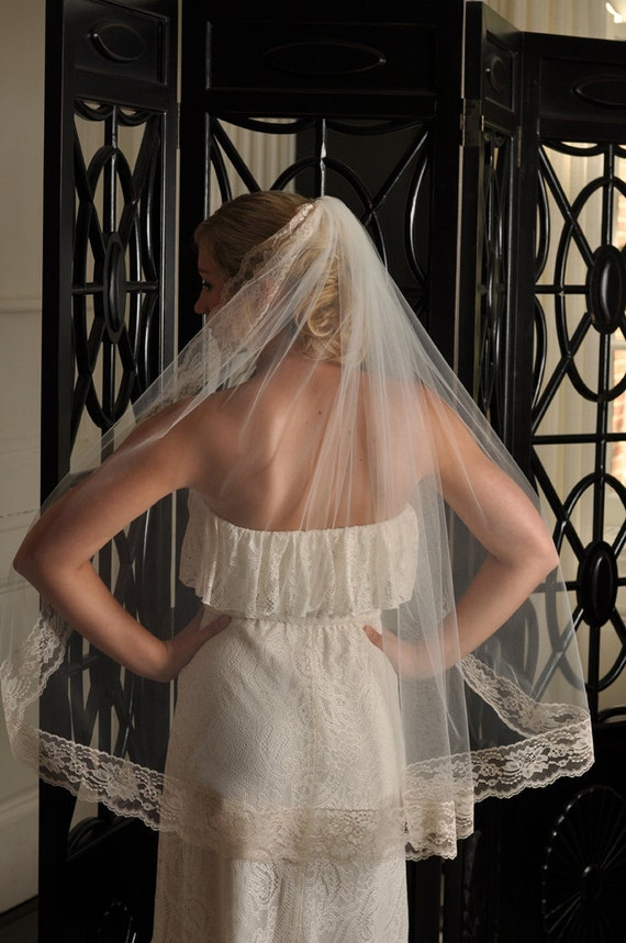 Bridal Veil - Fingertip with Floral Lace - White, Diamond White, Ivory, Champagne