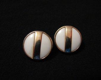 "Vintage Avon 1977 ""Summerset"" Round Gold Tone and White Lucite Pierced Earrings"
