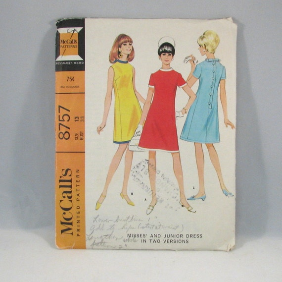 Vintage 1967 McCalls Junior Dress Pattern No 8757 - Size 13 - Bust 33