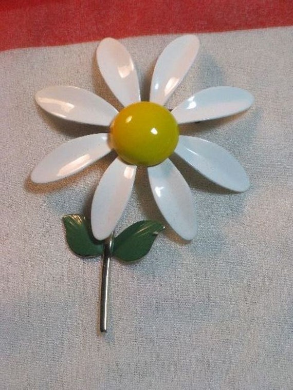 Vintage 1960s Enamel Daisy Flower Power Brooch/Pin  (B-1-5)