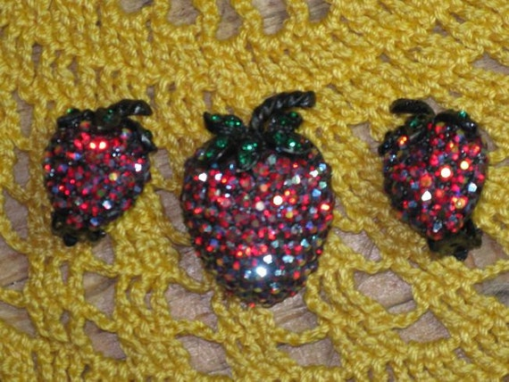 WEISS Strawberry Brooch and Earrings (B-2-4)
