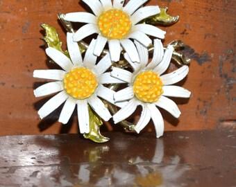 Vintage Daisy Cluster Brooch Pin
