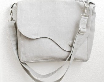 Elegant messenger or tote bag in linen. In taupe or grey. Everyday purse
