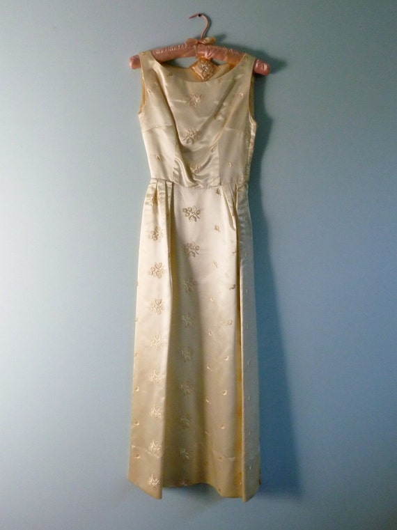 Vintage 1940s 1950s Liquid Satin Ivory Wedding Dress Boatneck Floral Embroidery Sleeveless Gown XXS XS