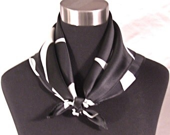 MOD WAVES Square Scarf