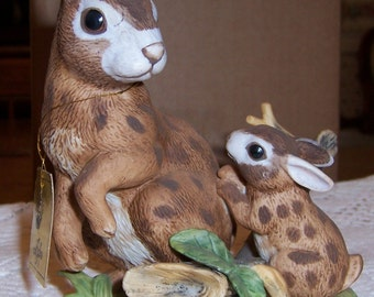 Vintage LEFTON Bunny Rabbit Figurines, Momma with Baby Bunny and Poppa Bunny, Nos. 1835/2148, Lot of 2