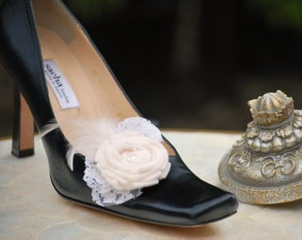Wedding Shoe Clips Ivory / White / Black Couture Bride Bridal Bridesmaid, Friend Spring Fashion, Beige Vanilla Felt Tulle Lace Pearl Feather