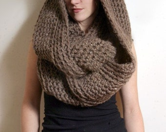 The New Yorker Circle Scarf in Barley/Taupe/Brown
