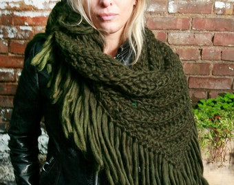The Lola Scarf in Olive Green Heather