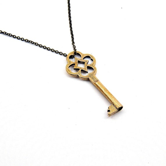 Lucky Clover Skeleton Key Necklace GDJ