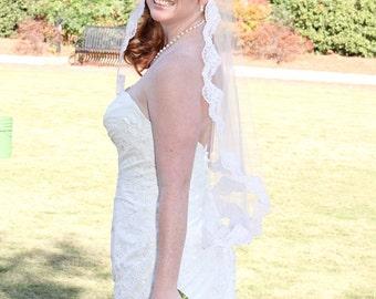 Mantilla veil with Alencon lace - Jennifer