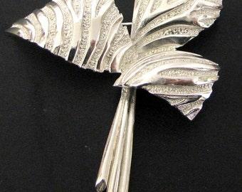 Vintage 1950s Modernist Sculpted Leaves Brooch Pin by  Trifari