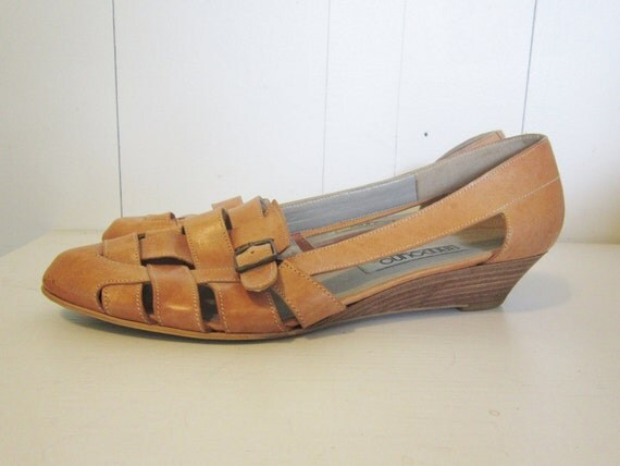 vintage size  8 1/2  wedge heel leather huarache Sandals