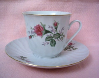Vintage TEACUP SAUCER SAUCER Shabby Pink Rose Rosebud Rose Bud Cottage Chic Plate Set Gold Trim Floral Flower Scallop Porcelain China Plate