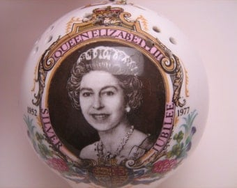Vintage Queen, china pomander, Silver Jubilee, 1977, china souvenir, Queen Elizabeth, London, England