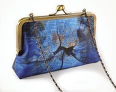 Blue clutch with woodgrain and chain