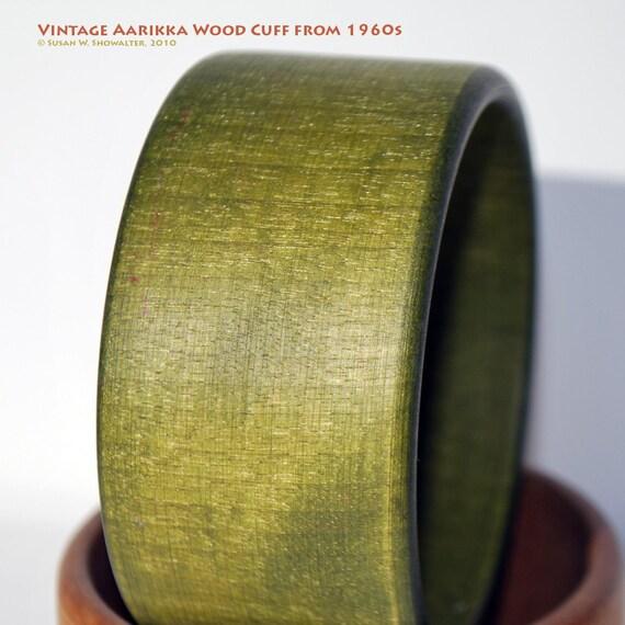 Rare Vintage Aarikka Light Green Wood Cuff Bracelet, by Finnish Designer Kaija Aarikka, 2 1/2 inches in diameter