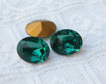 Swarovski 10x8 Emerald Green Oval Rhinestone Vintage Glass Jewel