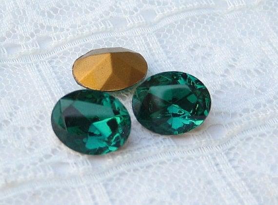 Swarovski 10x8 Emerald Green Oval Rhinestone Vintage Glass Jewel