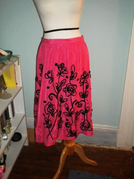 Silk pink ladies skirt-black applique