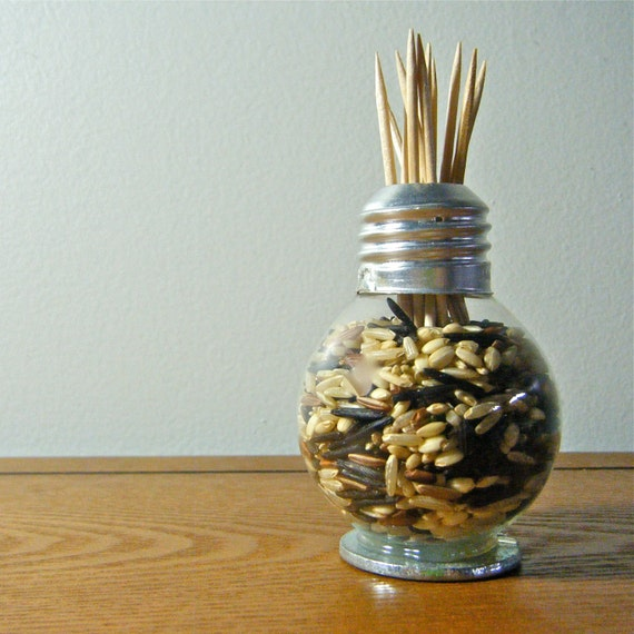 When it comes to repurposing, lightbulbs are a tried and true DIY go-to. Whether you're turning one into a bud vase or covering it with twine to masquerade as a pear, these versatile pieces of glass belong anywhere but in your trash. We've rounded up 14 brilliant ways to .