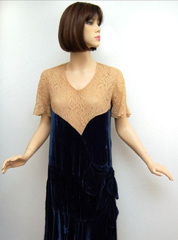 Vintage 20s Dress // 1920s Flapper Dress // Sapphire Blue Velvet and Tea Tone Lace Flapper Dress B39 W38