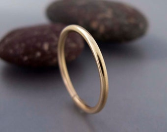 Yellow Gold Wedding Band - 1.6mm Wide Solid 14k Gold Stacking Ring - Choice of textures