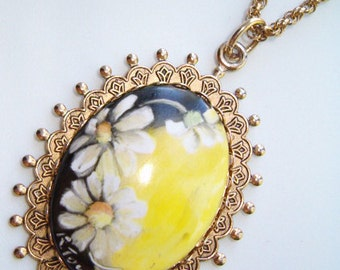 Hand Painted Vintage Mod Daisies Painted Porcelain Artisan Cameo Pendant Necklace Signed Floral