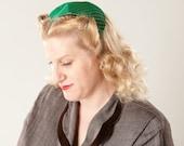 Vintage 1950s Green Sharkskin Hat Taffeta Pleated Cap Wedding Fashions