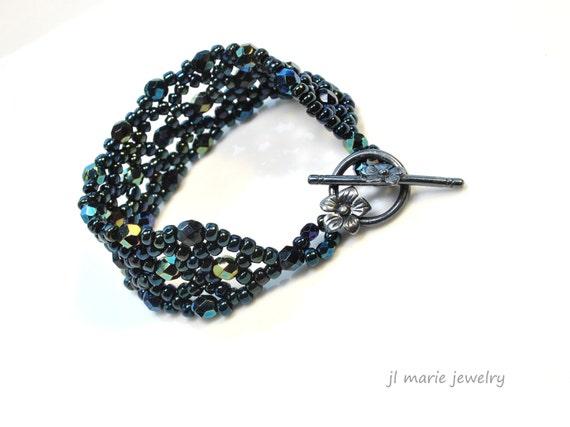 peacock bracelet . czech glass . retro glam . classic blue . navy blue . cuff style . glass beaded . royal blue . blue green .
