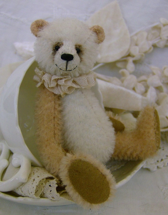 Spice complete sewing kit for a miniature bear