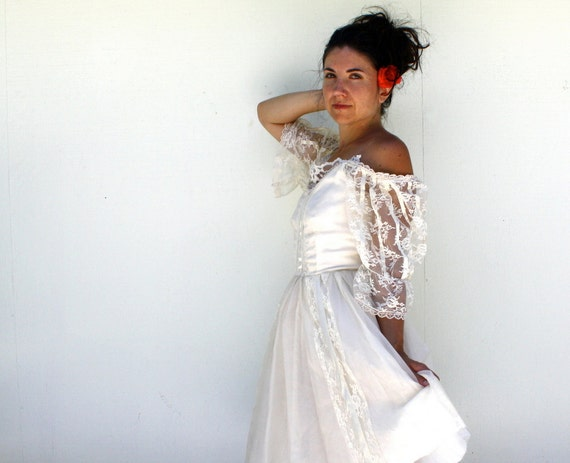the grassy hills, the setting sun // vintage bohemian wedding dress