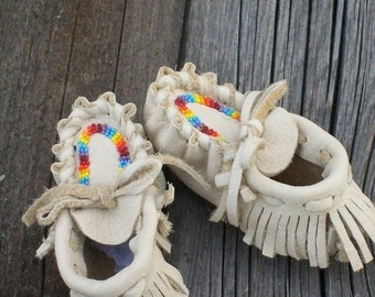 Beaded baby moccasins, Infant moccasins ,  Fringed baby moccasins , Leather baby moccasins , Newborn baby shoes , Baby shower gift