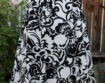 1970's Maxi Skirt Black White Abstract Floral Lined Classic vintage Retro 70s Small Hipster Artsy