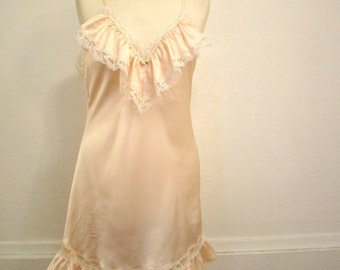 Vintage 80s / Lilly Of France / Peach / Lace / Boudoir / NIghtie / MEDIUM
