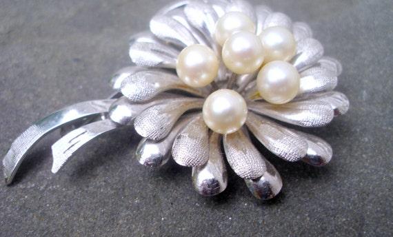 Vintage floral pearl cluster silver brooch pin